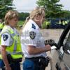 nationalebeeldbank_2011-6-637266-2_politieagente-controleert-automobilist