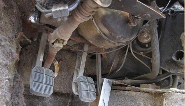 delete Goose interior pedal assy 8MA1072